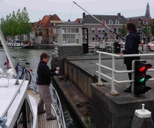 paying bruggeld in the traditional way